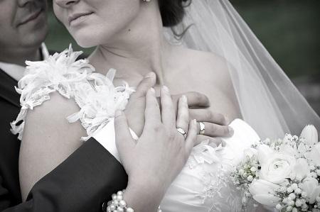 Dettaglio delle fedi di matrimonio
